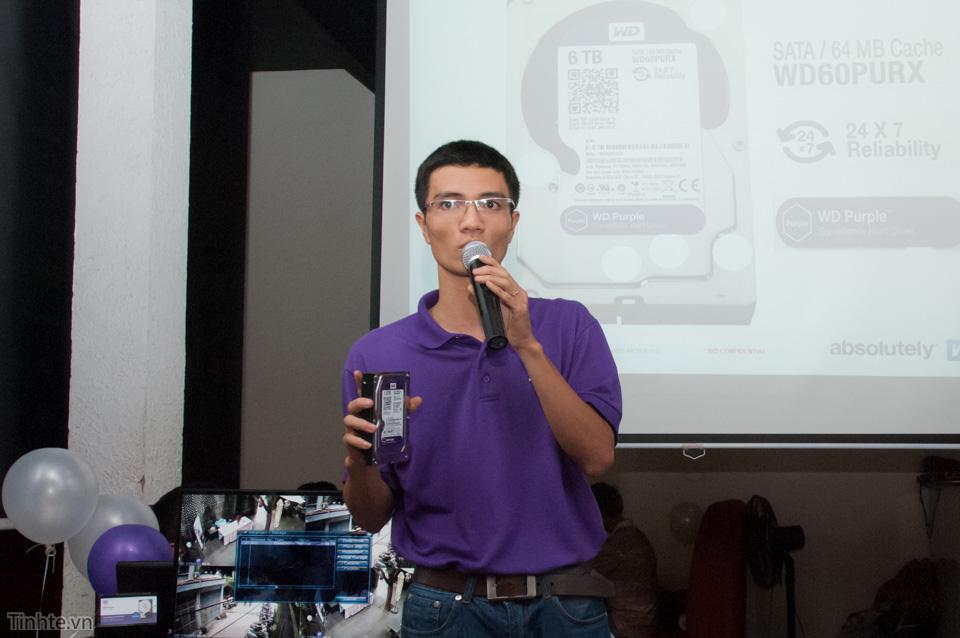 Anh Sơn quản lý kinh doanh sản phẩm WD khu vực Trung - Nam giới thiệu về giải pháp ổ cứng Purple.